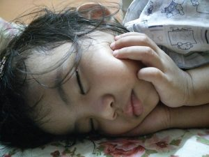 child sleeping with mouth closed shows proper sleep resting position of jaw for OMD assessment